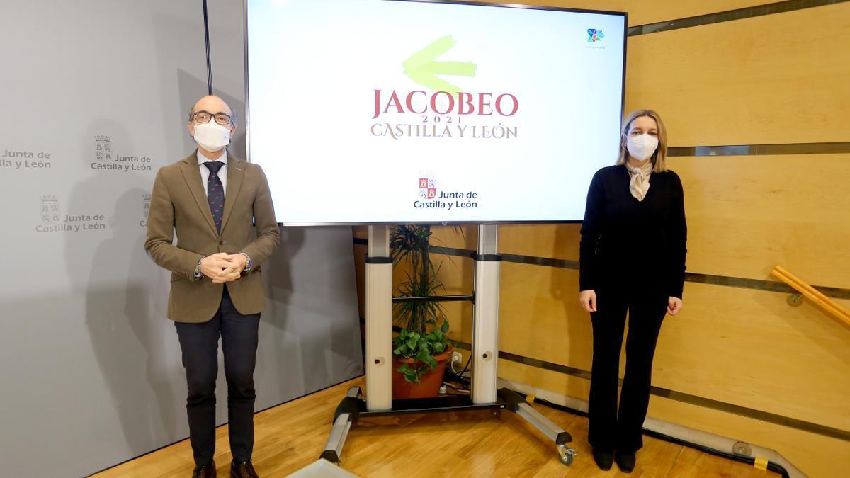 El consejero de Cultura y Turismo, Javier Ortega, junto a María Estrella Torrecilla, directora general de Turismo.
