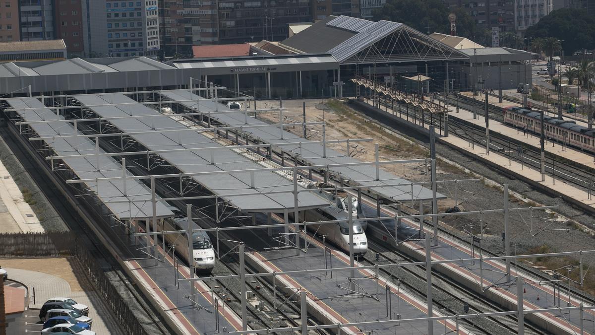 Estación del AVE de Alicante, que espera su soterramiento definitivo desde 2013