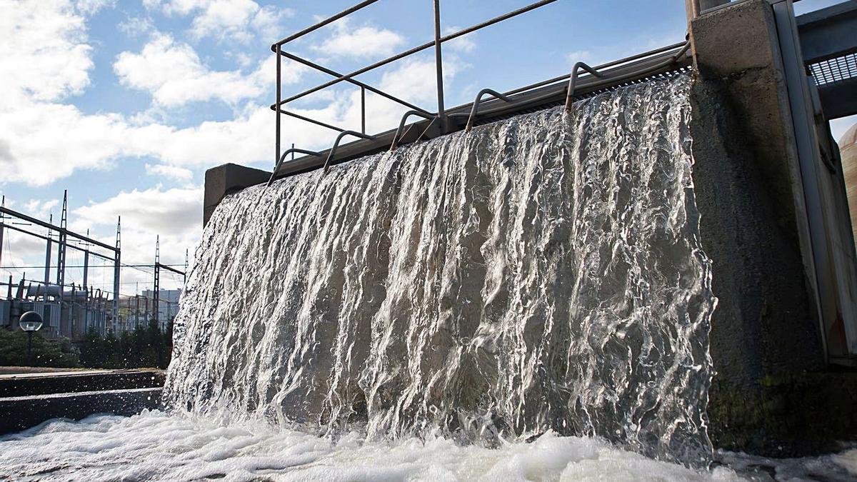 Instalaciones de la captación de agua del polígono de Sabón, en Arteixo.     // 13FOTOS