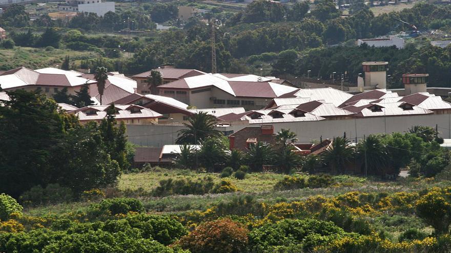 Un nuevo positivo por Covid-19 en Tenerife II obliga a mantener aislados a veinte reclusos