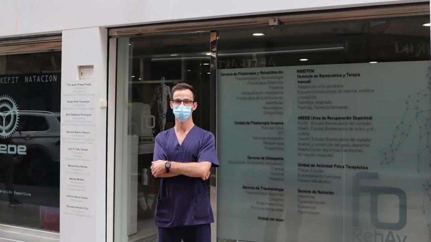 Launaye, en la clínica donde realiza las prácticas del título de experto que está realizando.