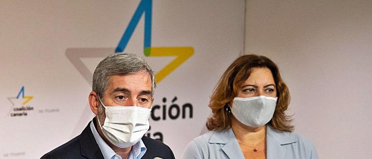 Fernando Clavijo y Beatriz Calzada durante la rueda de prensa. | |