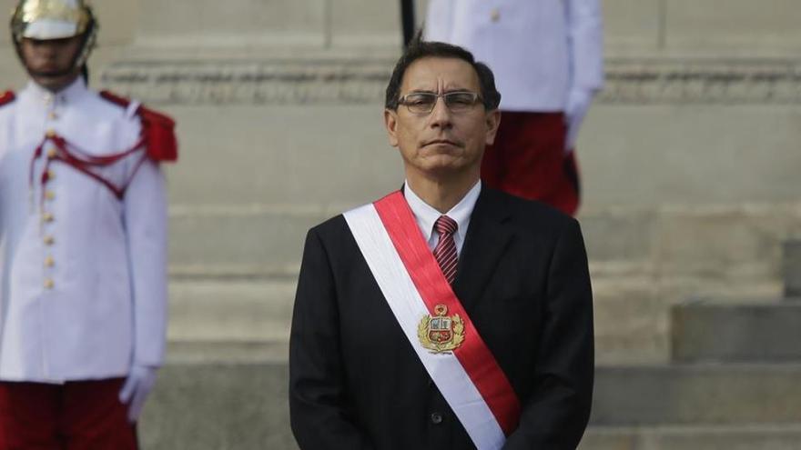 Perú aprueba la destitución del presidente Martín Vizcarra