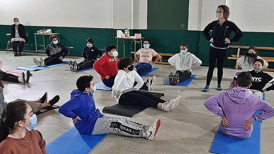 El IES As Barxas realiza las tutorías a alumnos con yoga