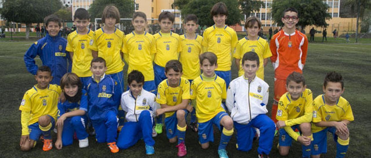 El equipo benjamín de la UD Las Palmas que se ganó estar en la próxima edición de la Copa de campeones que se jugará en el campo del Parque Atlántico
