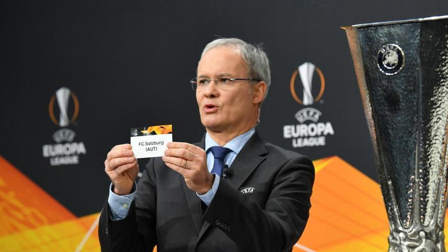 Duro sorteo de Europa League: Real-United, Granada-Nápoles y Salzburgo-Villarreal