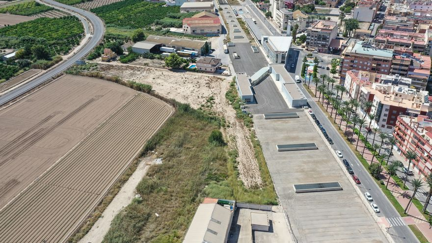 Vistas aéras de la zona en la que el Ayuntamiento de Orihuela plantea una ampliación urbanística con suelo comercial junto a la losa del AVE