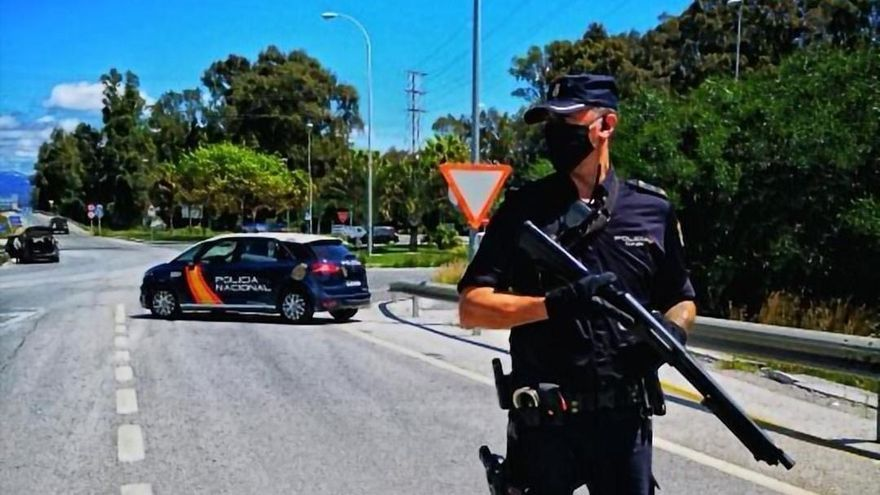 Detenidos dos fugitivos buscados por asesinato tras ser cazados en el peaje de Calahonda