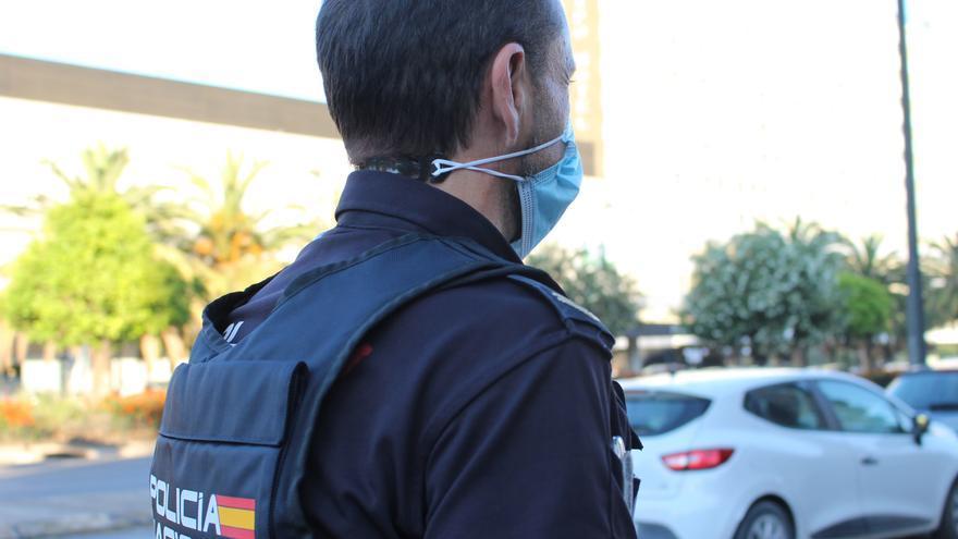 Dos detenidos por agredir y arrebatar el móvil a una pareja en Palma