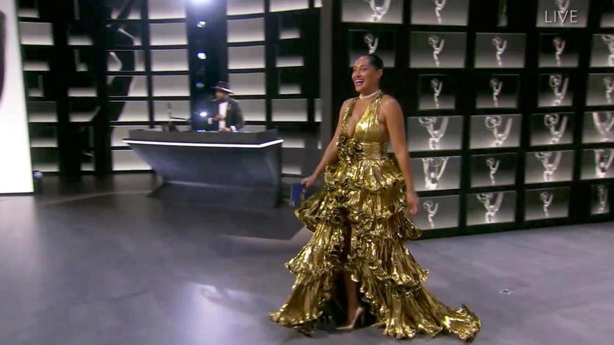 La alfombra roja se reinventa en los Emmy