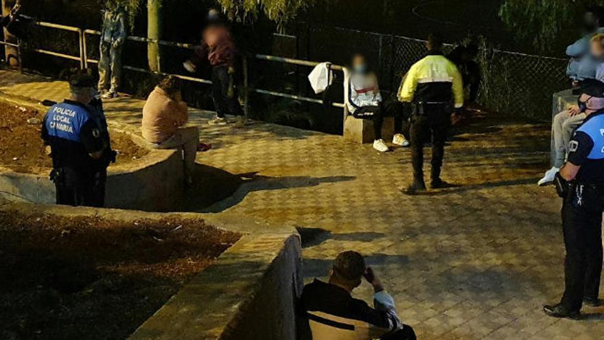 La Policía Local de Santa Cruz disuelve botellones en Añaza, Residencial Anaga y Las Teresitas