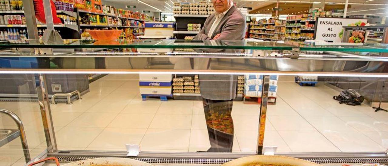 Jsé Juan Fornés, director general de masymas, en una de sus tiendas, en Pedreguer, esta semana.