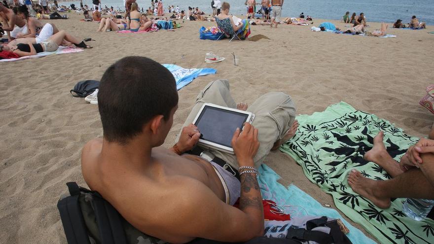 El 'boom' del teletrabajo complica aún más la desconexión digital en vacaciones