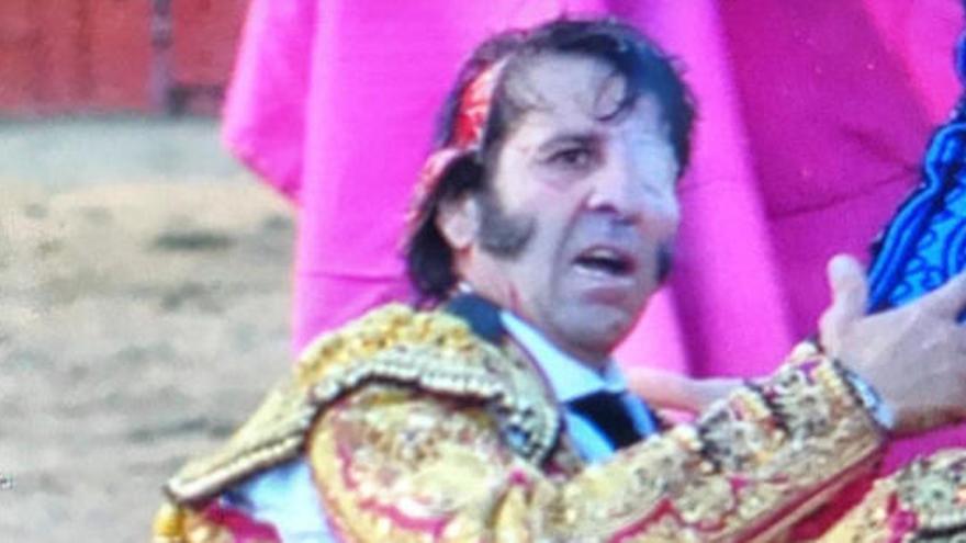 Un toro arrenca part del cuir cabellut a Juan José Padilla