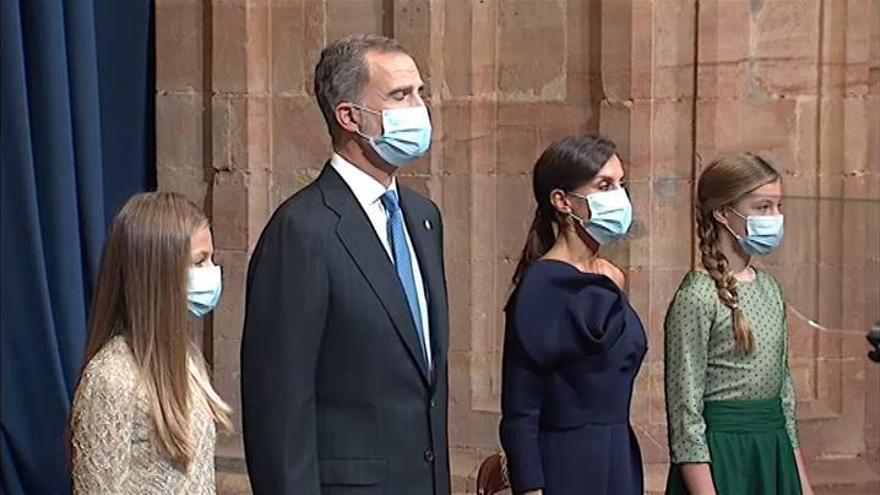 La responsabilidad de los jóvenes y la unidad de los españoles marcan los discursos de la Princesa de Asturias y el Rey Felipe VI