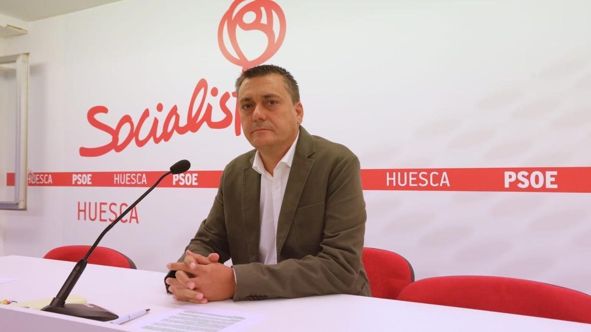Fernando Sabés, durante la comparecencia en la que ha anunciado su candidatura.