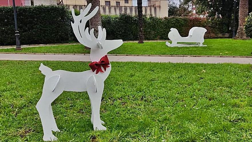 Roban un ciervo de madera de la decoración navideña de Candás
