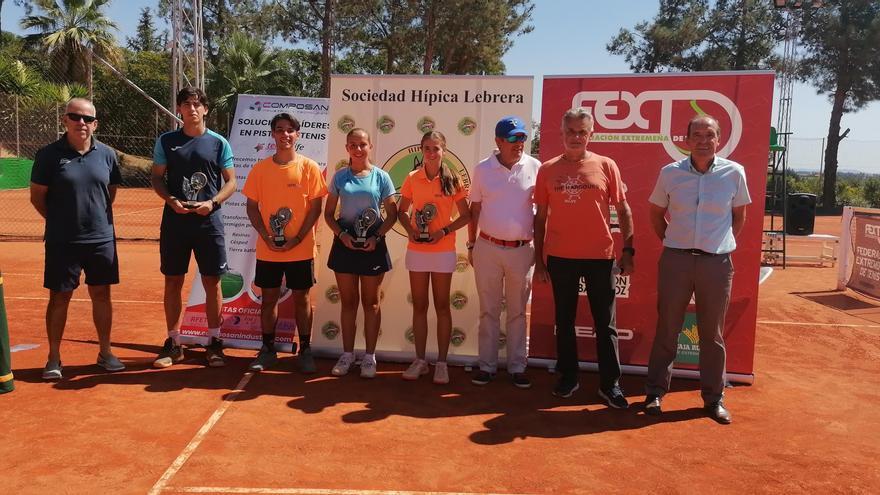 María Peña y Fernando Bulnes, campeones de Extremadura de tenis