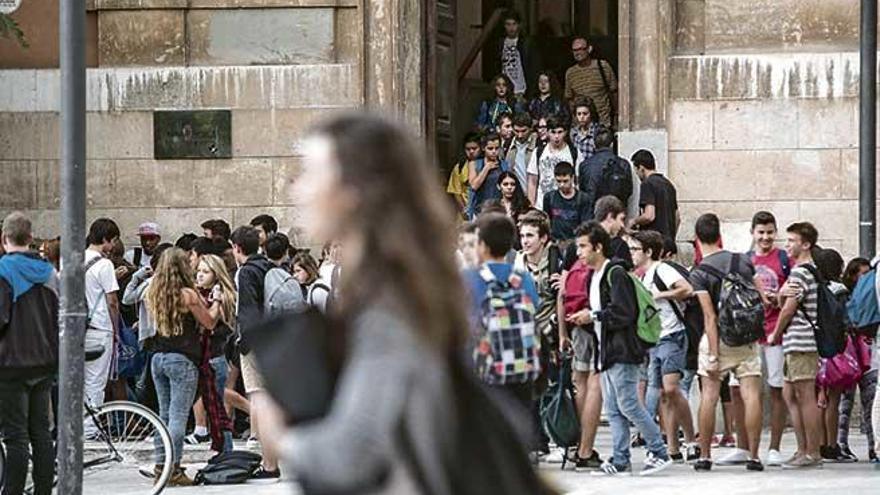 El nivel de catalán y castellano de los jóvenes de 14 años empeora respecto a 2008