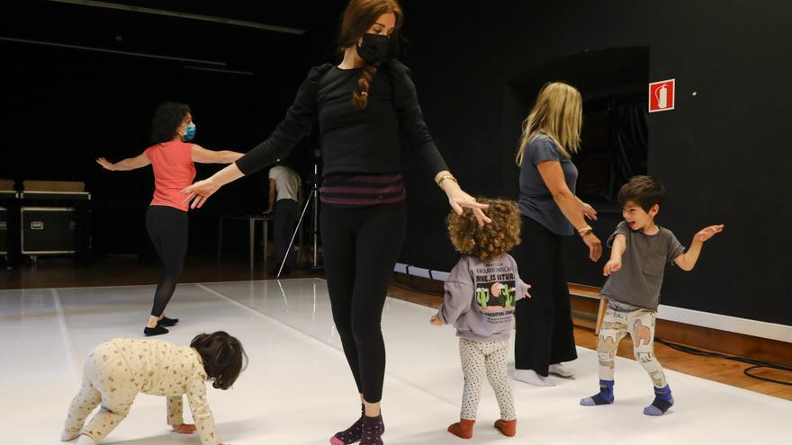 Domingo de danza en Gijón para bebés y adultos