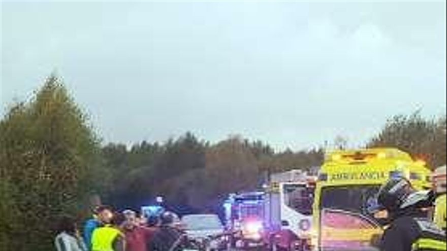 Dos heridos graves en una aparatosa colisión en Calvos