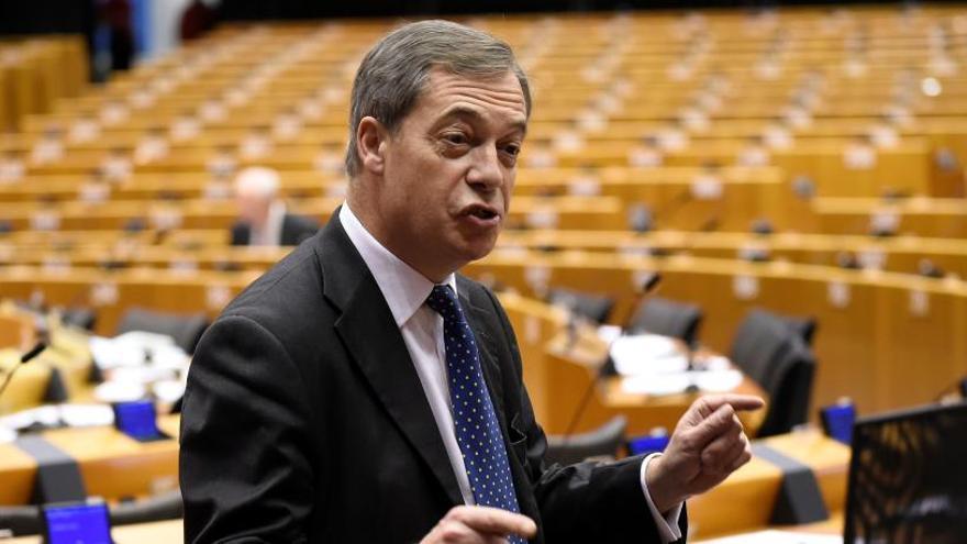El exlíder del eurófobo UKIP, Nigel Farage, abandona el partido