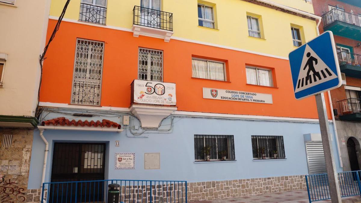 Fachada del colegio Lope de Vega, cuyo cierre se decretó el lunes.
