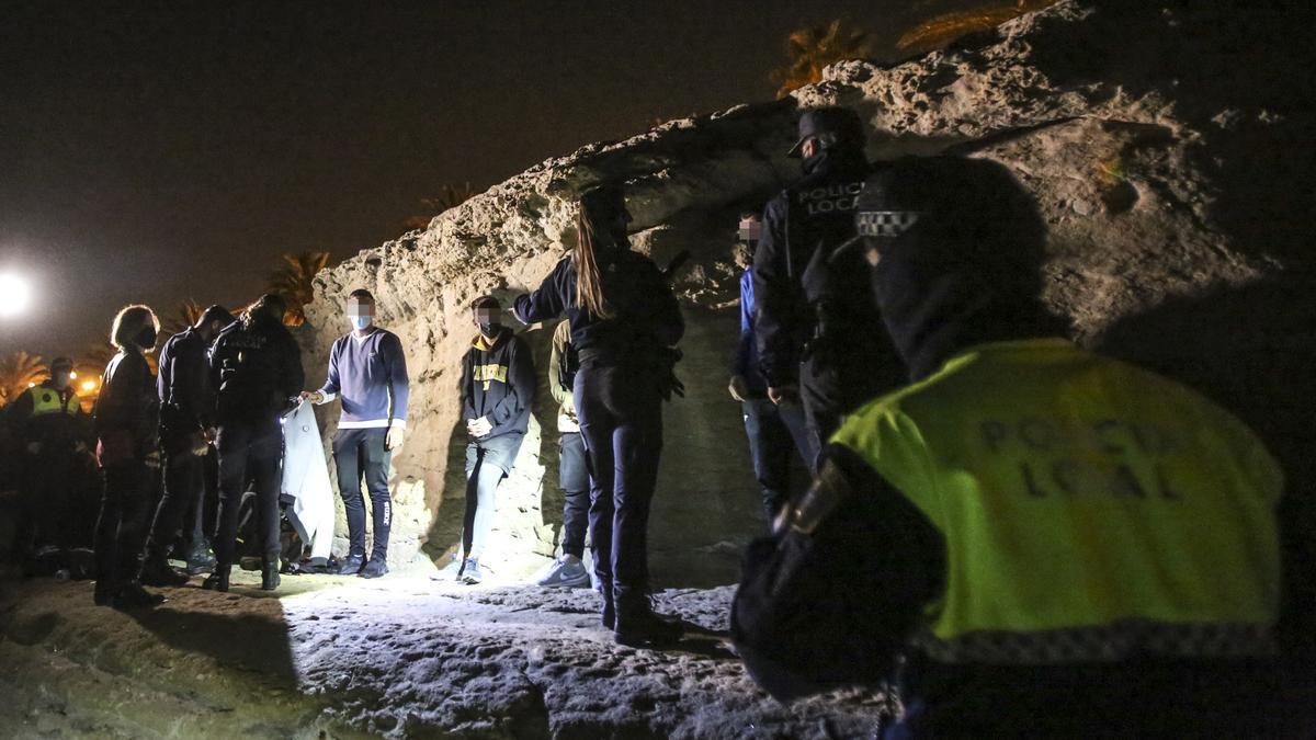 Imagen de archivo de un botellón desalojado en Alicante