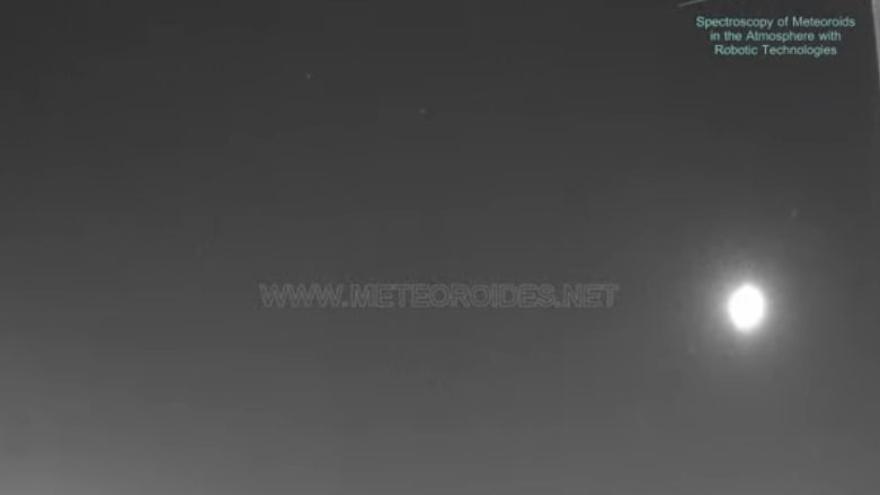 Una bola de fuego ilumina el cielo nocturno de Córdoba a su paso por el sur de la península