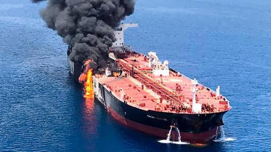 Ataquen amb torpedes dos petroliers al golf d'Oman