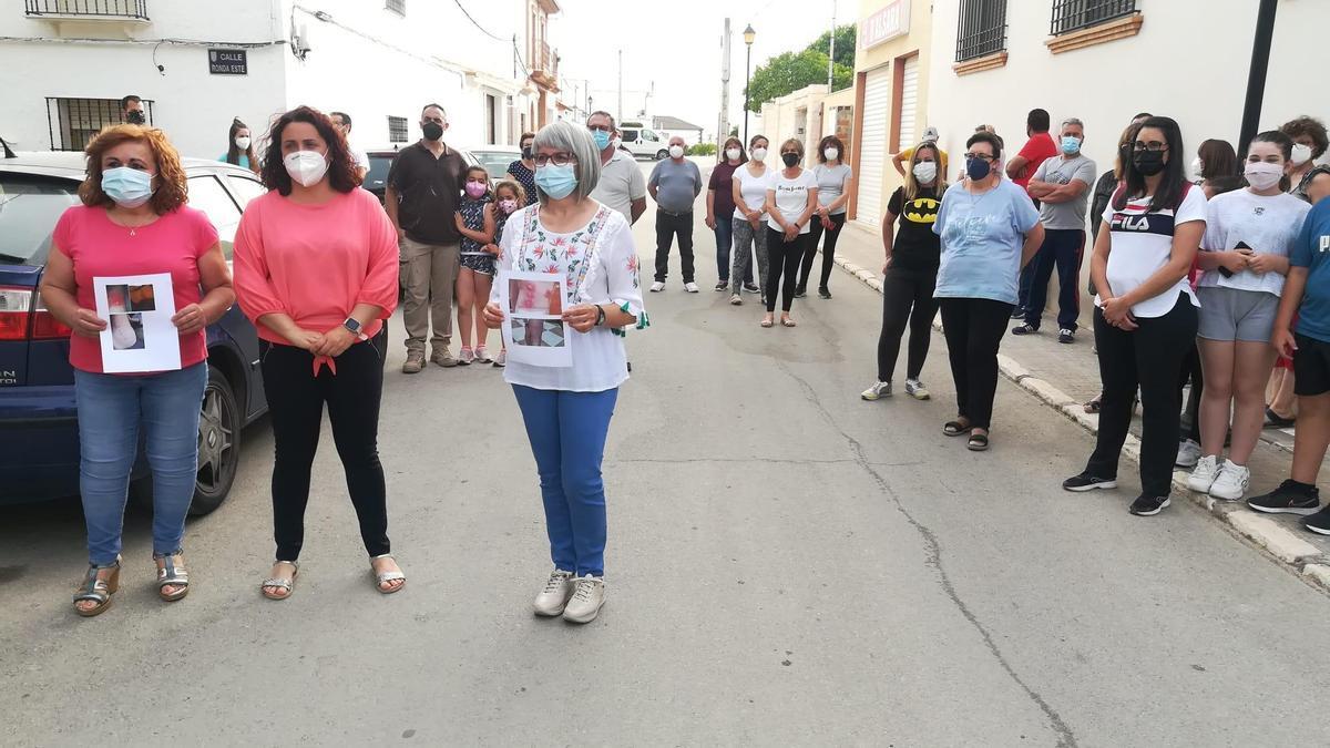 Vecinos de las aldeas de Puente Genil piden solución al problema de los mosquitos