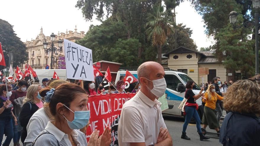 """Personal temporal e interino protesta en València contra """"el abuso de la temporalidad"""""""