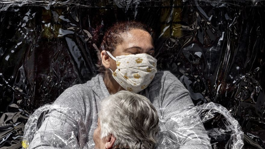Un abrazo en la pandemia, premio World Press Photo
