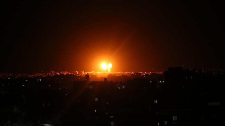 Israel ataca posiciones de Hamás tras el lanzamiento de globos incendiarios desde Gaza