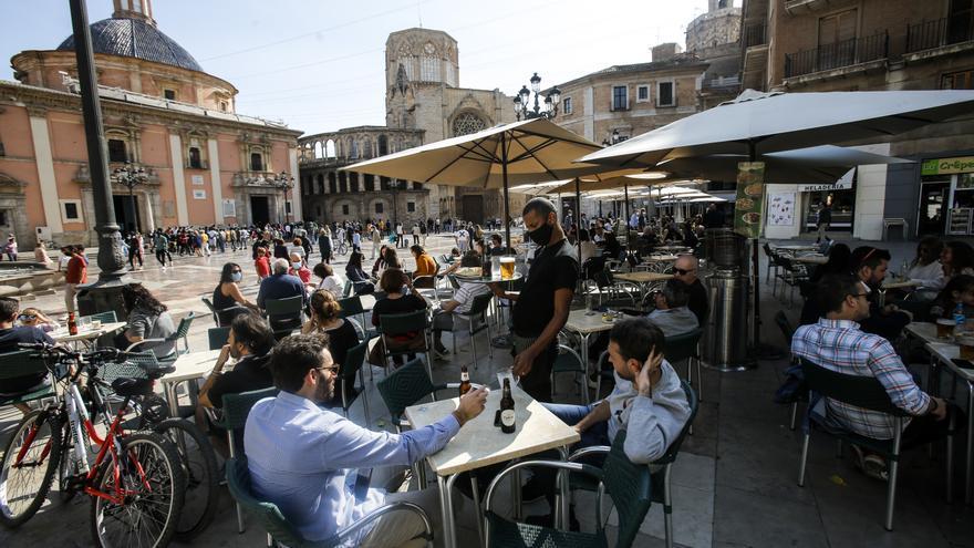 """Primer día con las medidas del estado de alarma en València: """"Toca adaptarse otra vez"""""""