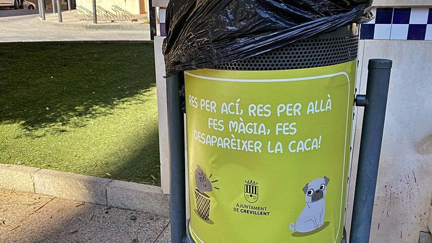 Campaña contra las cacas de perro en las papeleras de Crevillent