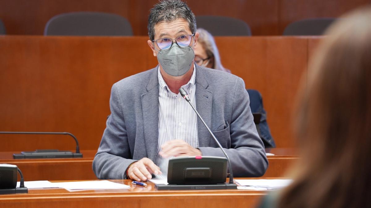 El diputado del PP, José Antonio Romero, en la presentación de la iniciativa en las Cortes.