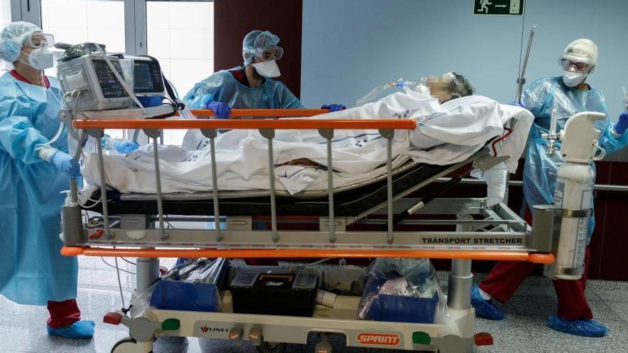 Bajan los casos, suben las hospitalizaciones y avanzan las vacunas