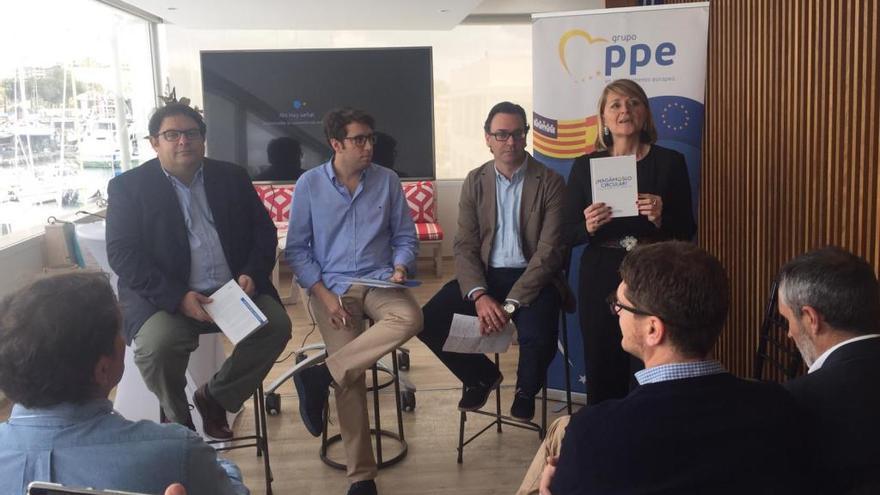 Rosa Estaràs presenta en Palma el libro de Francesc Gambús 'Fem-ho circular'