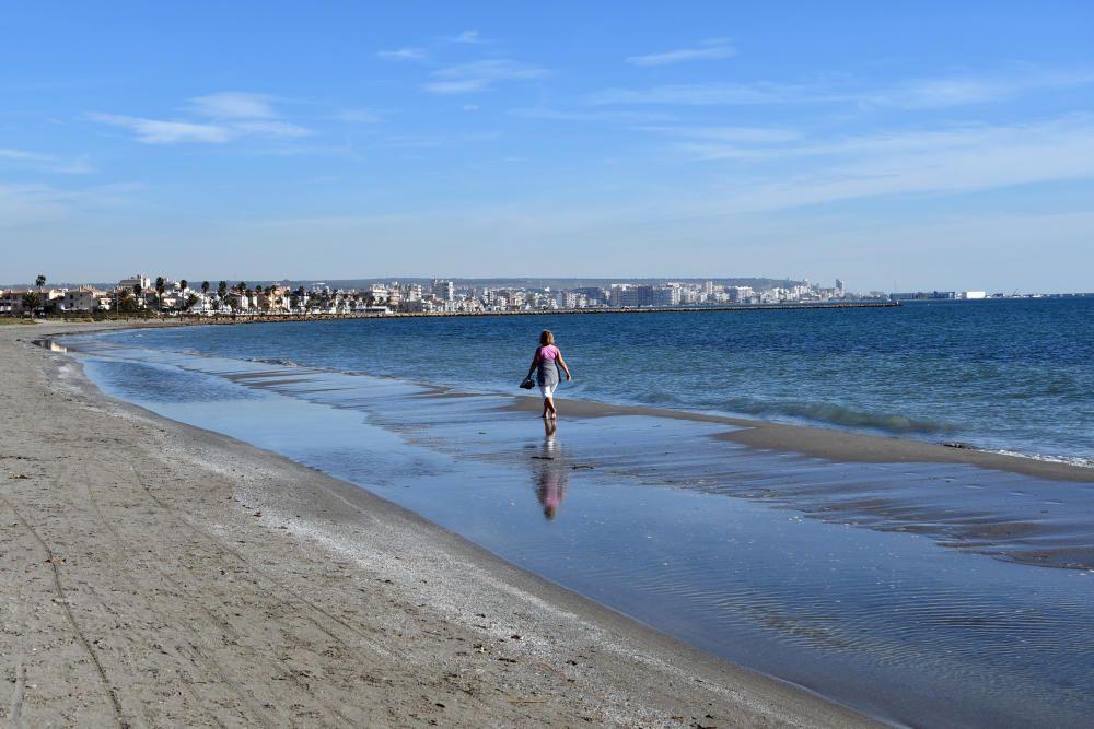 Playa del Tamarit, en Santa Pola, con bandera azul. Calas del Este, calas Santiago Bernabéu, Llevant y Varador, de la misma localidad, también tienen el distintivo de calidad.