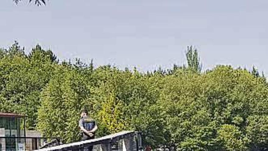 Buceadores de la Guardia Civil localizan al hombre ahogado en Ourense