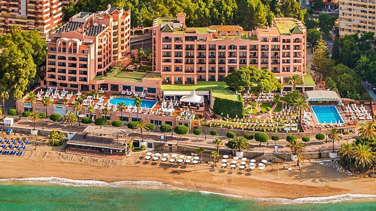 El hotel El Fuerte, ubicado a escasos metros de una de las playas del centro urbano
