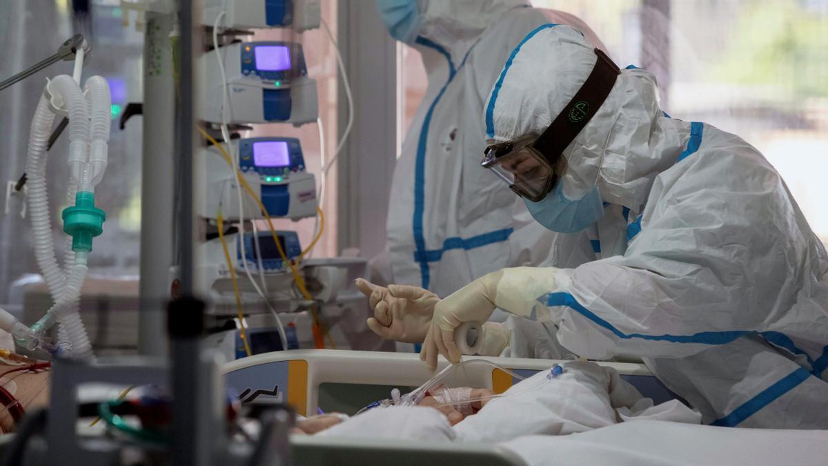 Pacientes en UCI.