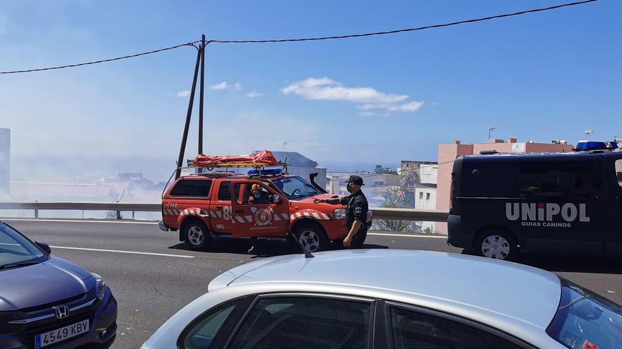 Un incendio en El Sobradillo pone en riesgo a varias viviendas