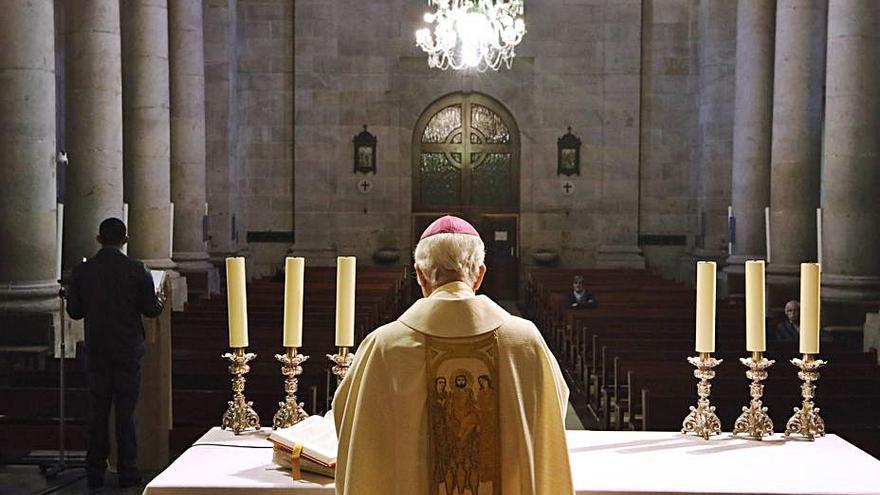 Los aforos de las misas se reducen a 25 personas con distancia de metro y medio