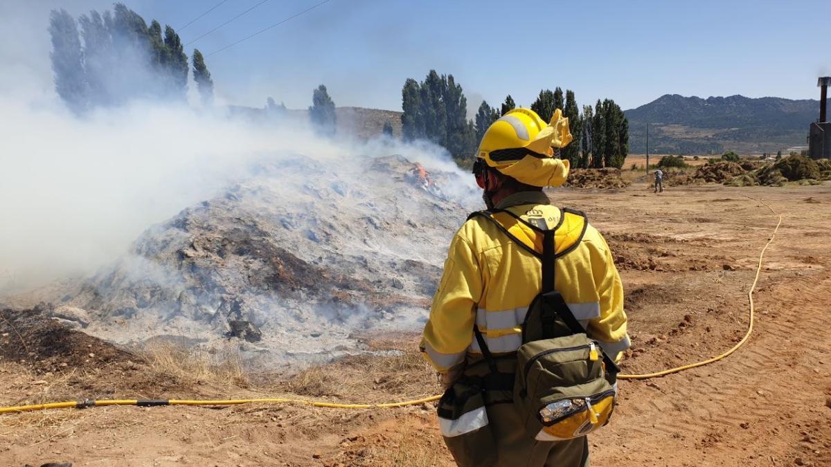 El incendio de restos de plantas aromáticas alerta a los bomberos en Moratalla