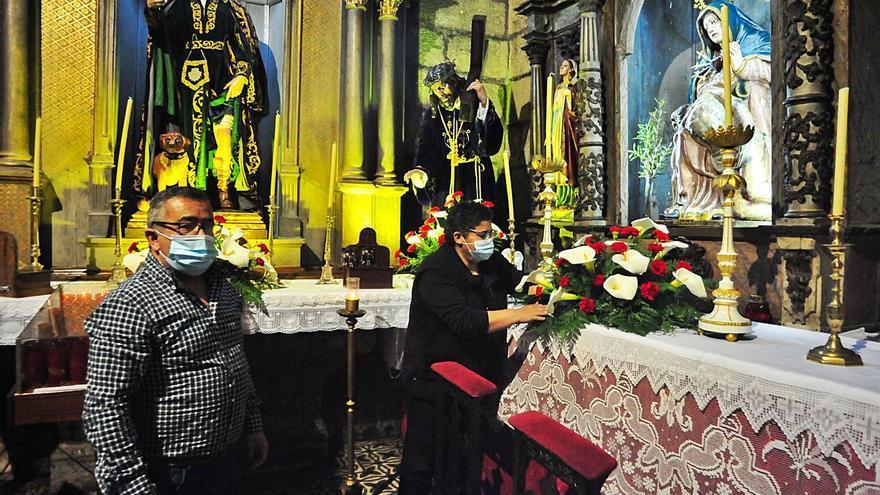 Besar la Cruz y Lavatorio de pies, dos ritos prohibidos en la Semana Santa de Cambados