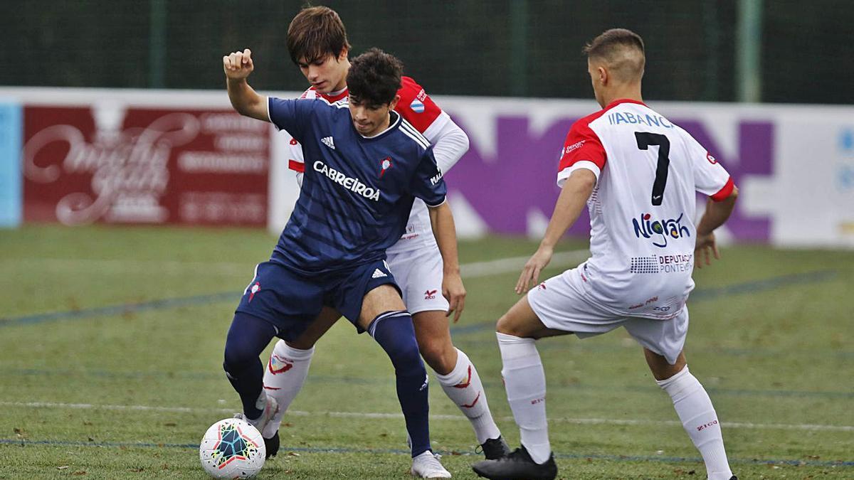 Partido entre los equipos juveniles de Val Miñor y Celta. |  // ALBA VILLAR