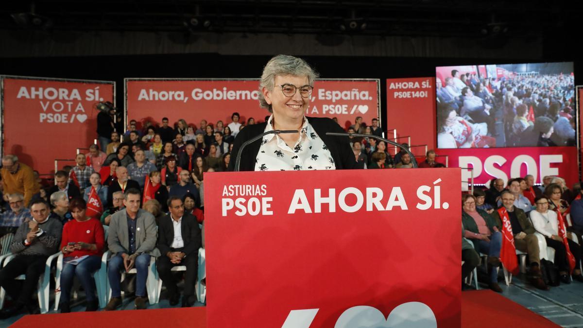 Ana González durante un mitin del PSOE en campaña.