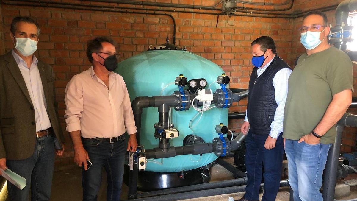 Faúndez visita las instalaciones mejoradas para Villadepera y Villardiegua de la Ribera.